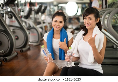 Portrait of healthy young woman promoting active lifestyle