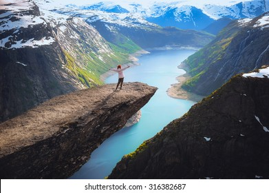 Portrait of a long-range plan for the girls in the language of the troll in the mountains of Norway, the feeling of complete freedom