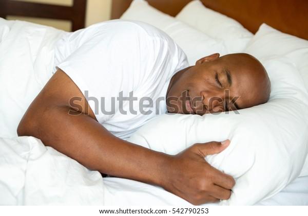 Portrét muže, který má dobré noci spát.