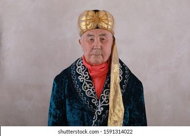 portrait-old-kazakh-national-clothes-260
