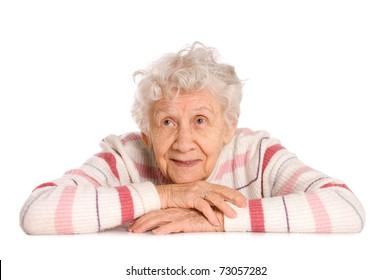 Portrait der alten Frau einzeln auf weiß