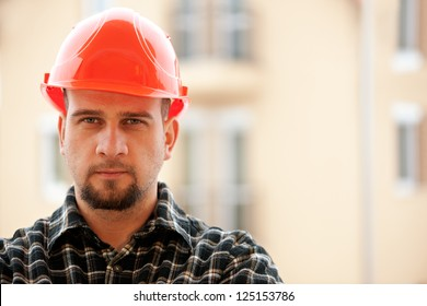 Portrait photo of a friendly and helpful construction worker