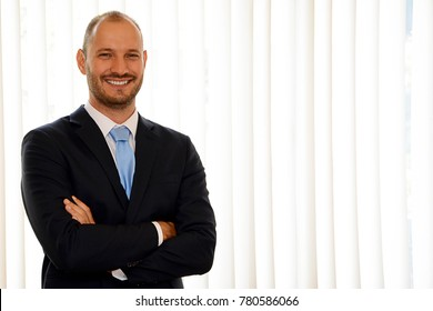 Portrait photo of a young smiling businessman.