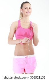 Portrait of pretty young woman in sportswear listening to music
