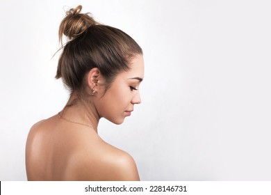 portrait in profile of a beautiful young naked girl