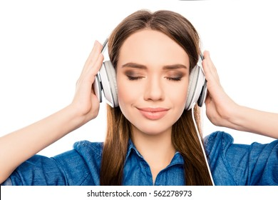 Portrait of relaxed pretty woman listening music in headphones
