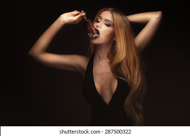Portrait of sexy blonde woman with perfect fashionable makeup. Girl posing with chocolate ice cream. Sexy photo.