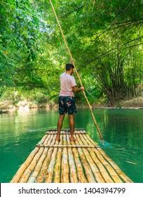 Bambus Mit Steinen Und Wasser Stockfotos Bilder Und Fotografie