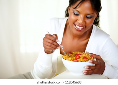 Portrait of a smiling afro-american woman having healthy breakfast at home indoor. with copyspace