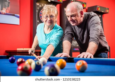 TAMRA: Mature babe billiards
