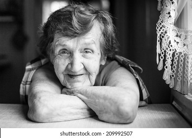 Portrait of a smiling old woman (black and white photo)