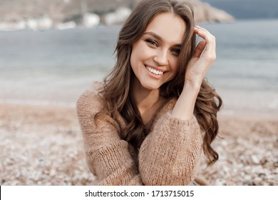Portrait of a smiling woman outdoor at the beach