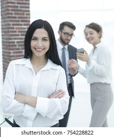 portrait of a successful young business woman against the background of colleagues. business concept.