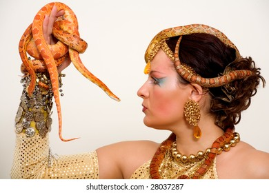 Portrait of the woman with snakes