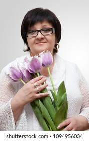 Portrait woman with tulips