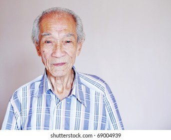 A portrait of a wrinkly old balding chinese man.