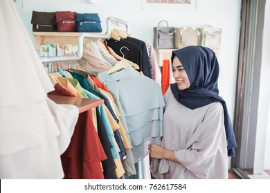portrait of Young asian muslim woman shopping in a fashion store
