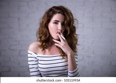 smoking Beautiful women