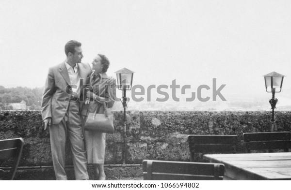 Портрет молодой пары в 1950 году