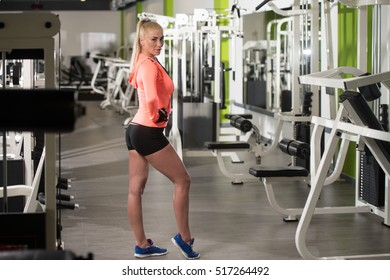 Portrait Of A Young Physically Fit Woman Showing Her Well Trained Body - Muscular Athletic Bodybuilder Fitness Model Posing After Exercises