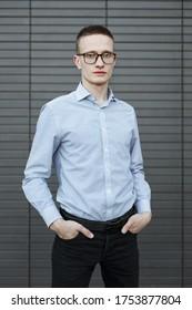 Porträt eines jungen Studenten in einem Hemd