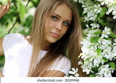 portrait of young woman in the garden, shallow DOF