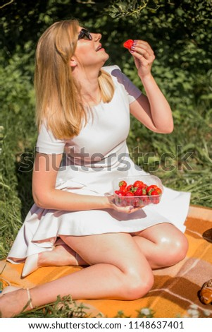 Sexy photos of woman on picnic not pleasant