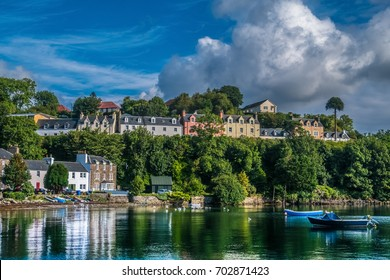Portree (Port Righ]), the a charming fishing harbor and the largest settlement on the Isle of Skye in the Inner Hebrides of Scotland.