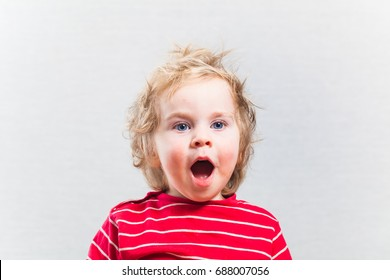 portret funny baby toddler blonde boy open mouth