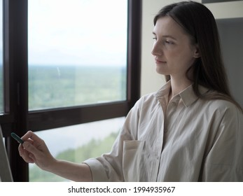 Portret Woman Artist painting abstract oil painting in art studio. The artist draws a picture with an oil brush in his hand. Modern art, creativity concept, hobby - Shutterstock ID 1994935967