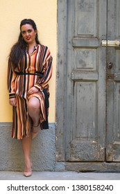 portrit of stylish and cheerful beautiful women with smail while standing ortdoors.