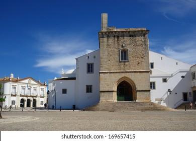 Portugal, Algarve, Faro old town se cathedral square