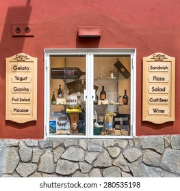 POSITANO, ITALY - MAY 10, 2015 : Display of minimarket in Positano, Italy.