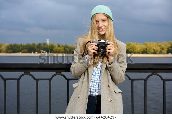 Amateur blonde teen pussy spread
