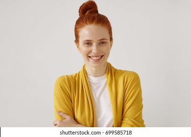 Positive human emotions and feelings. Headshot of attractive red-haired young freckled female with expression wrinkles and no make uplooking at camera, smiling cheerfully, feeling relaxed and happy