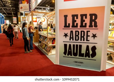 Poster Leer Abre Jaulas (read open cages) at the 44th International Book Fair in Buenos Aires, Argentina.