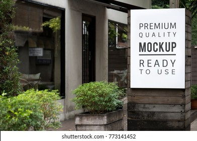 Poster mockup outdoor