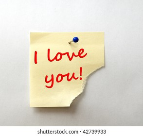 Post-it with message: I love you! Red font.