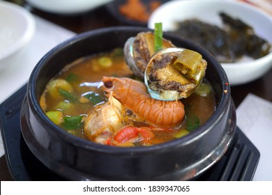 A pot dish with seafood such as abalone, which can be tasted in Jeju