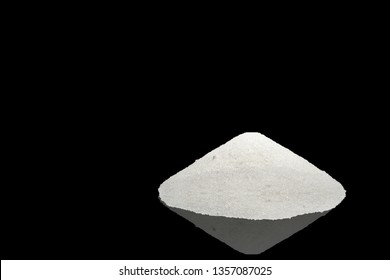 Potassium carbonate on black background with reflection