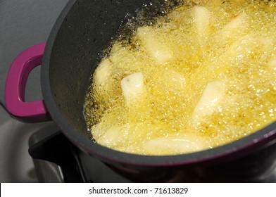 potato chips fryed  in hot oil