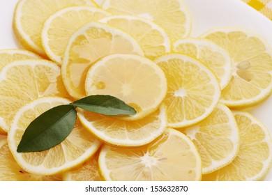 pour honey lemon slices on a plate