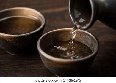 Pour sake into the sake bowl.