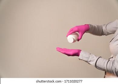 pour talcum powder hands in gloves for shugaring
