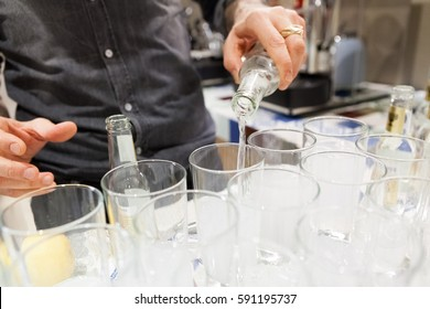 Pour tonic water for the preparation of gintonic