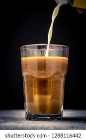 pouring coffee or milk tea into cup or glass. / splash coffee or milk tea