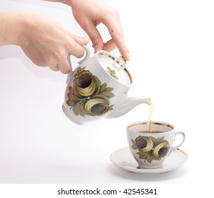 pouring tea in the cup
