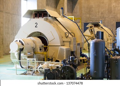 Power generators with water. Using a tidal power generation. Larger machines.