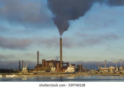 Power plant burning coal to produce energy