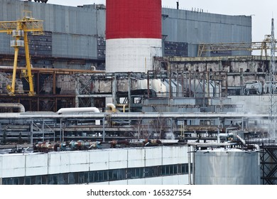 Power plant with smoking pipes